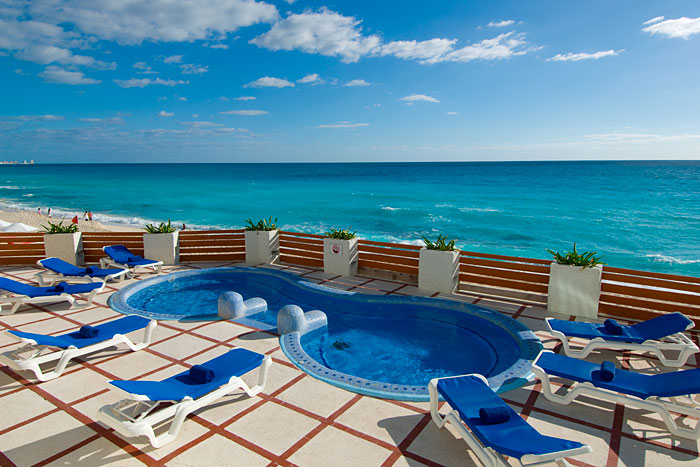 romance at the Bellevue Beach Paradise resort in Cancun