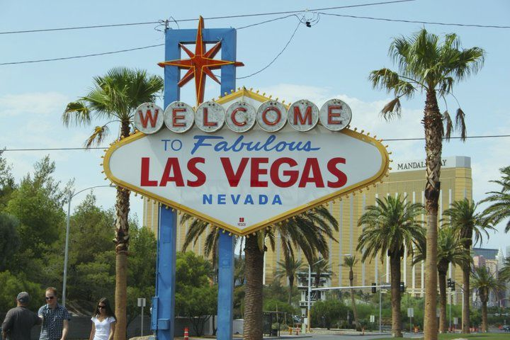 Las vegas sign holiday hype for Las vegas hotels black friday deals