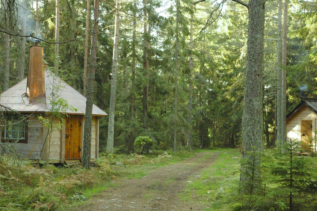 Urnatur- hotel in Sweden photo- hat cabin and pilgrims cabin