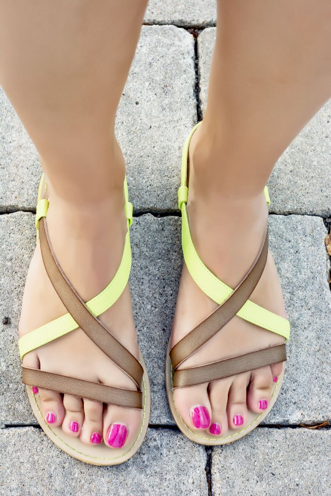 151109150_Female feet in summer sandals