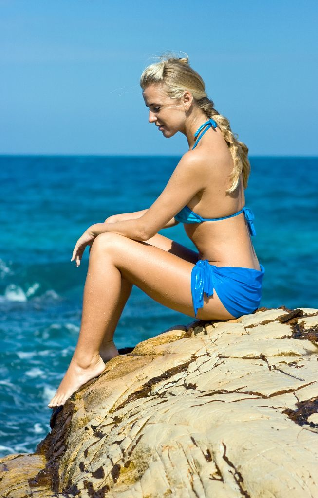 25997608_Blond girl sitting on the rock
