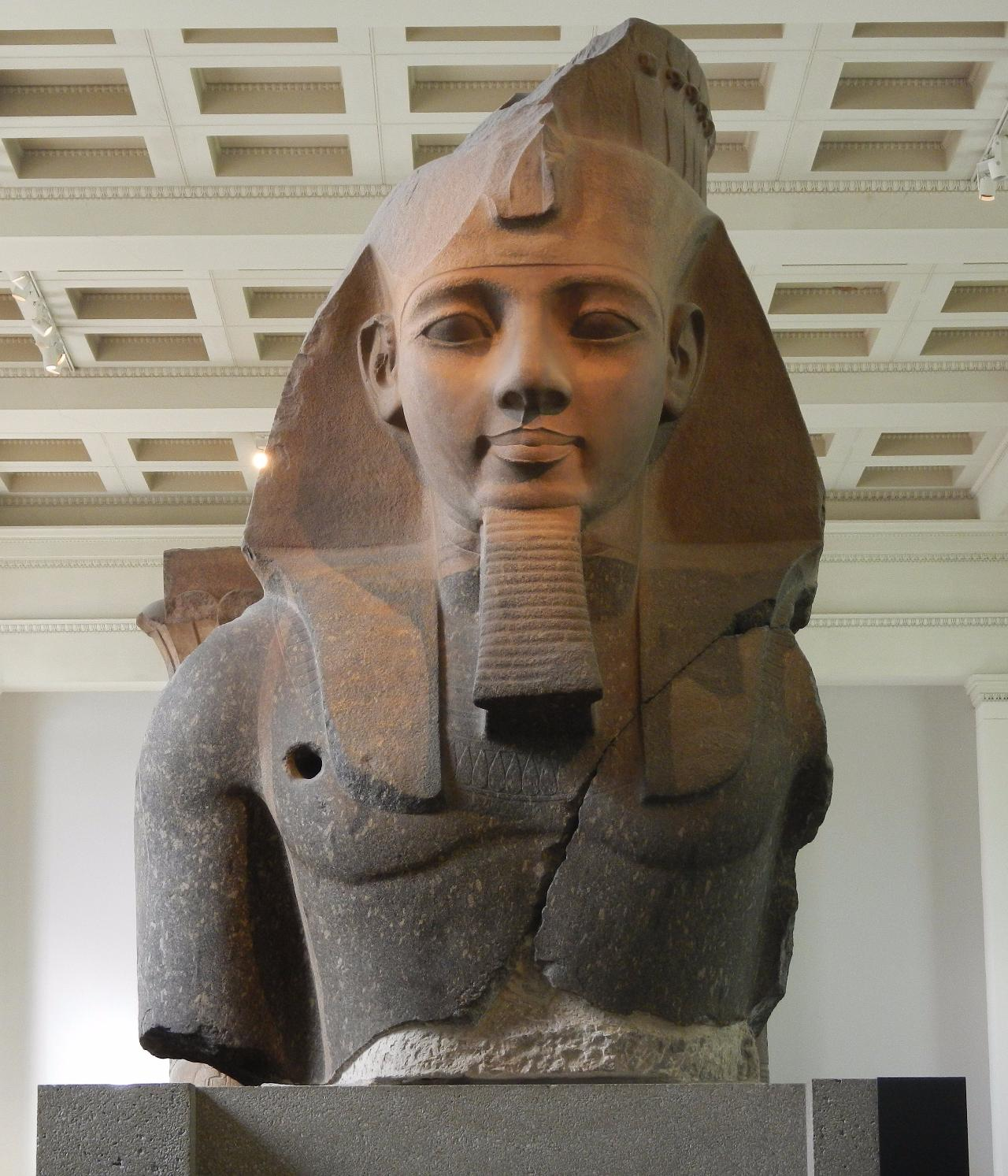 Ramses_ii_statue-london-england-british-museum