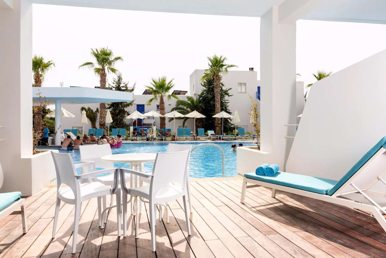 Best Swim-Up Rooms in the World