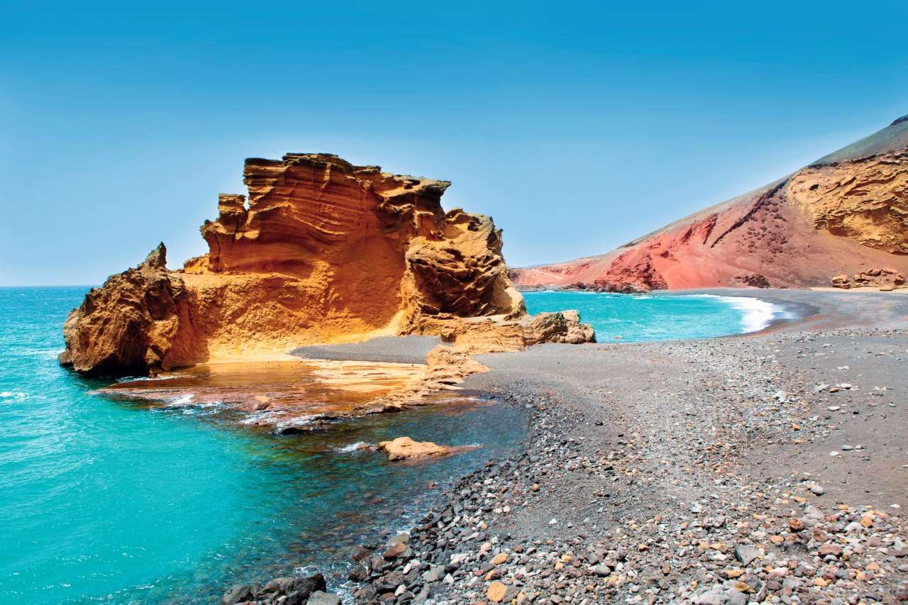 How many volcanoes are there in lanzarote