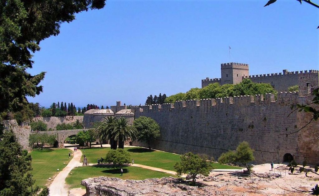 Gardens_Palace_of_the_Grand_Master_of_the_Knights_of_Rhodes