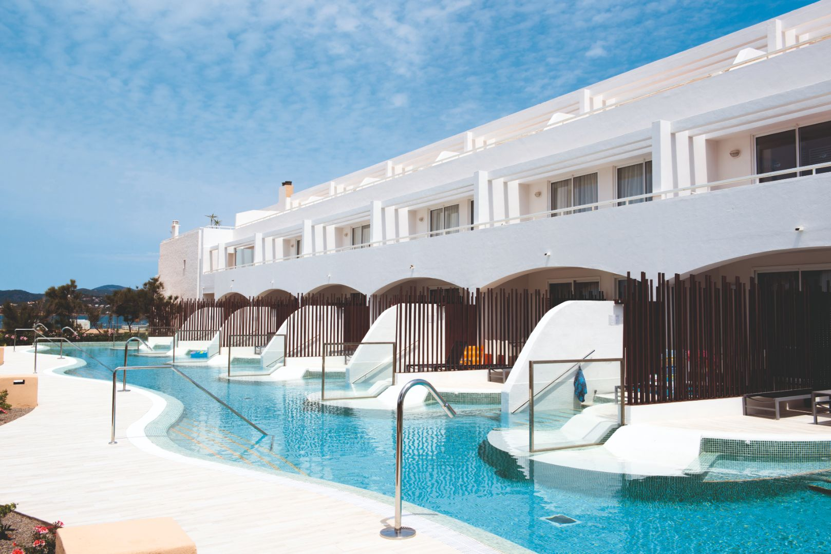 Best Swim-Up Rooms in the World - Holiday Hypermarket